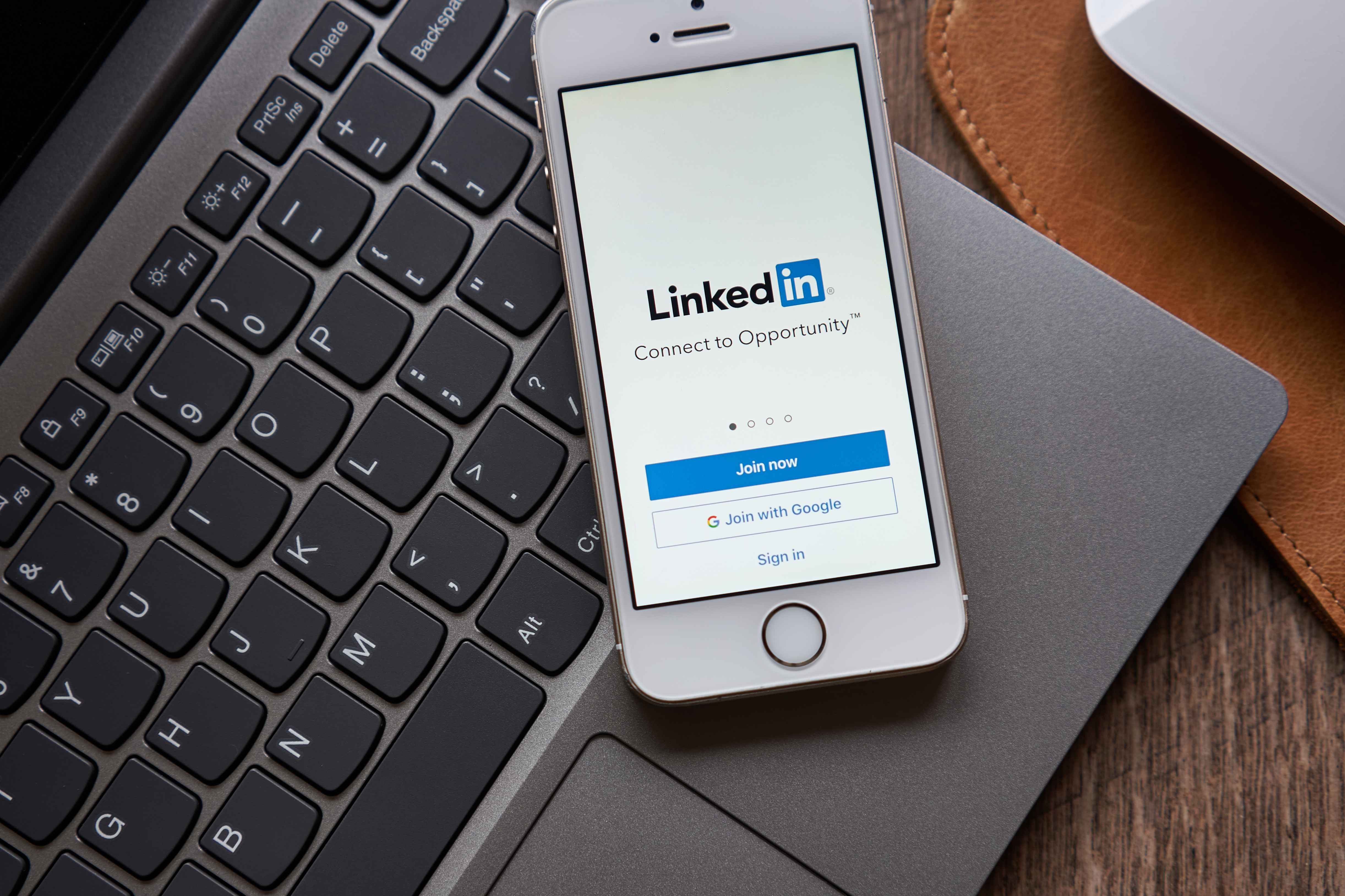 How To Capture LinkedIn Leads:  The New Way vs. The Old Way